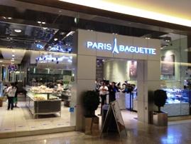 ちょっと疲れたらParis Baguette でお茶もできます。